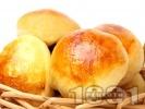 Рецепта Обикновени малки домашни питки (хлебчета) с мая и масло